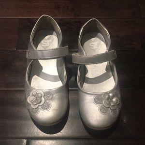SR Velcro strap shoe size 11